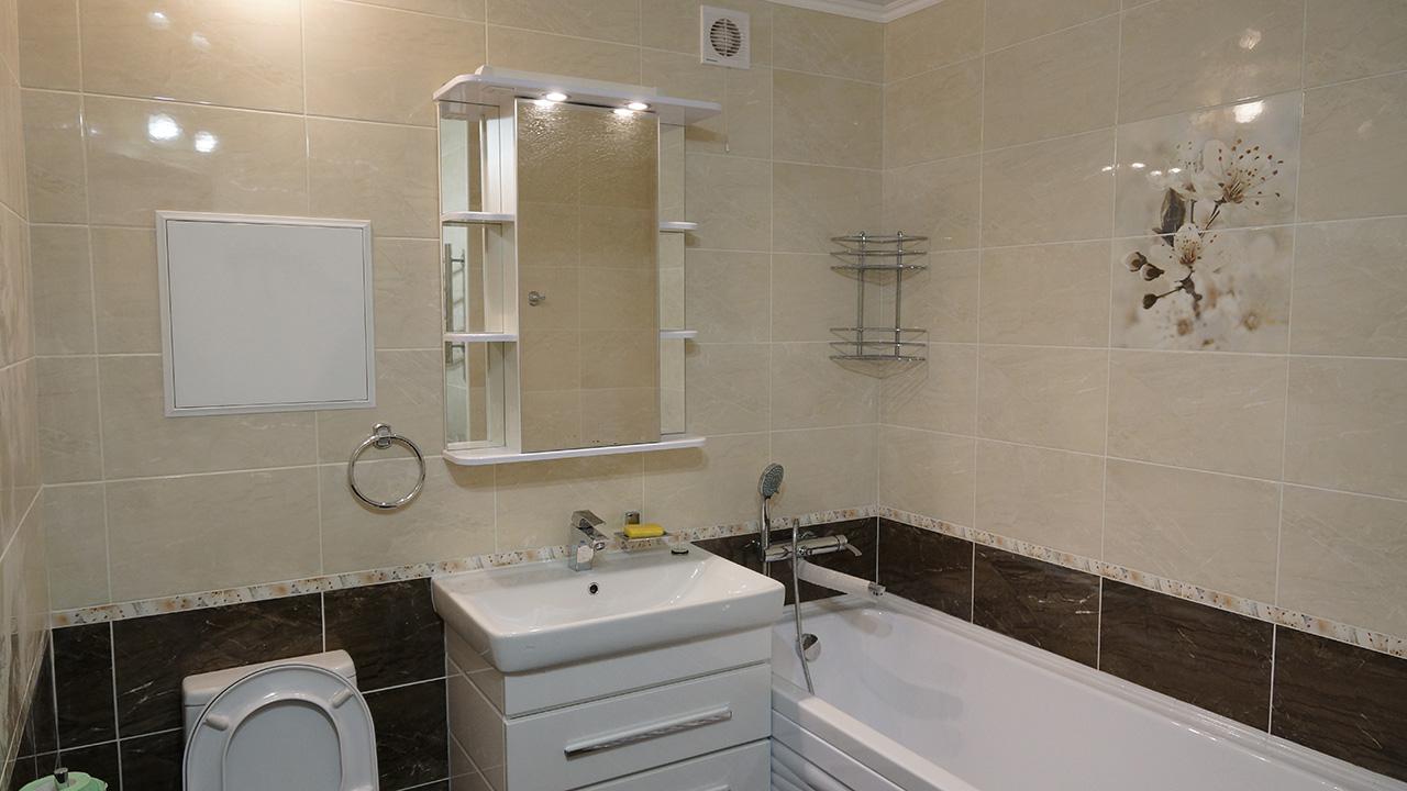 Какие способы помогут сделать ванную комнату и совмещенный санузел просторными и стильными