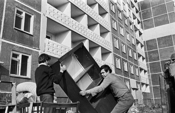Когда в России будут бесплатно обеспечивать квартирами как в СССР?