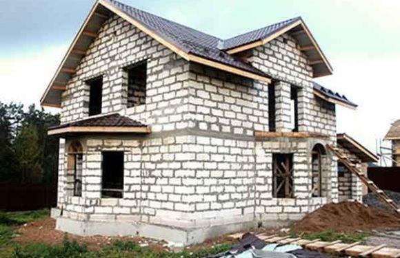 Стоит ли строить дом из газобетона и чем это грозит жильцам?